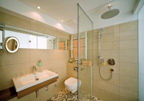 A Hotel Zimmer BD Komfort neu Badezimmer