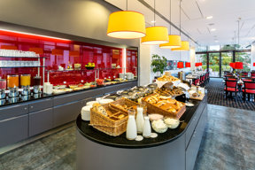 Hotel-angelo-Pilsen-Breakfast-Legi-2013-hires