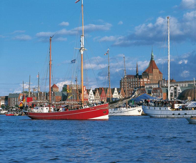 Segelboote im Stadthafen von Rostock, Mecklenburgische Ostseeküste