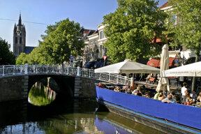 Grachtenbrücke in Delft