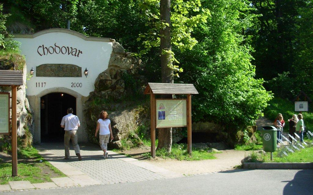 Eingang zum Felsenkleller-Restaurant in  Chodová Planá