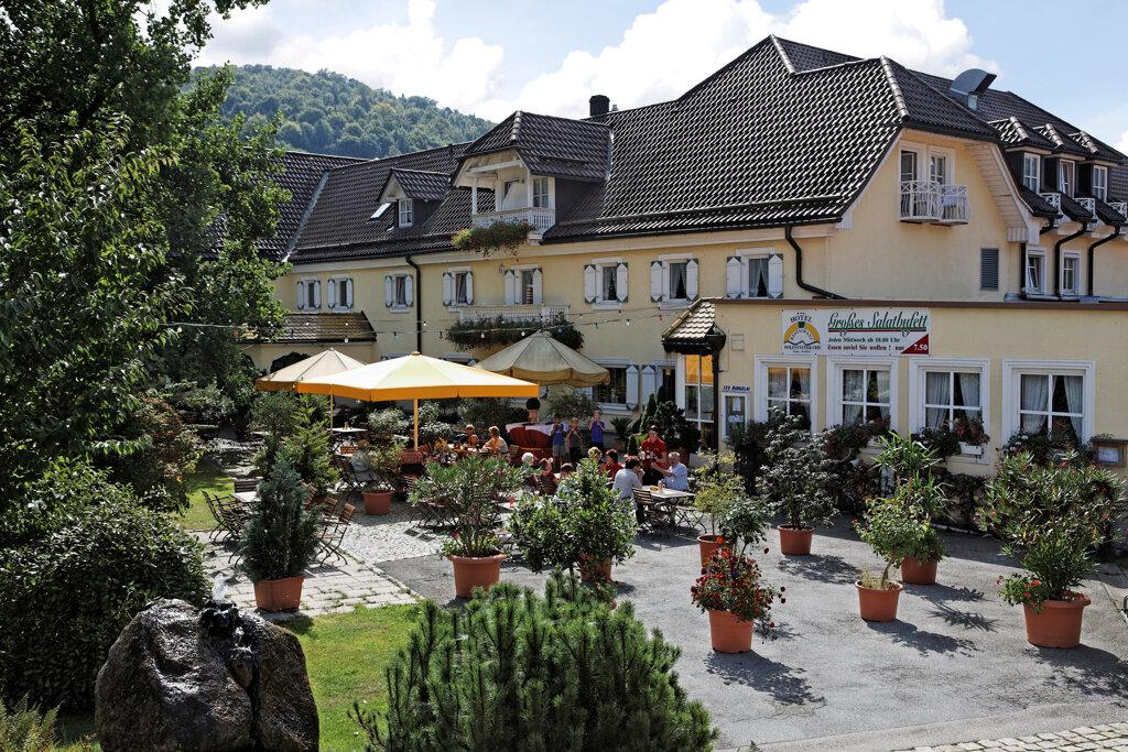 Familien-Landhotel Koller Ringelai Biergarten Sommer