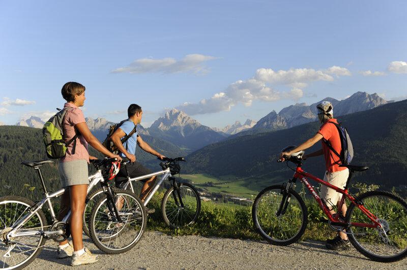 Radfahrer im Pustertal bei Bruneck
