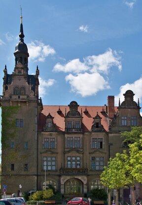 Bernburg Rathaus c wikipedia  Johannes Kazah