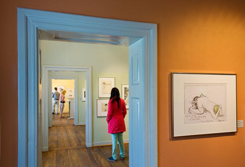 Besucherin im Wilhelm Busch Museum