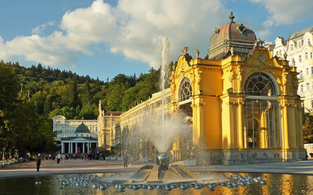 Die Singende Fontäne an der Kurkolonnade in Marienbad, Tschechien