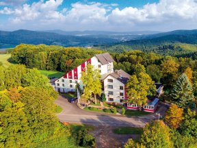Außenaufnahme des Aktiv & Vital Hotels Thüringen mitten im Grünen