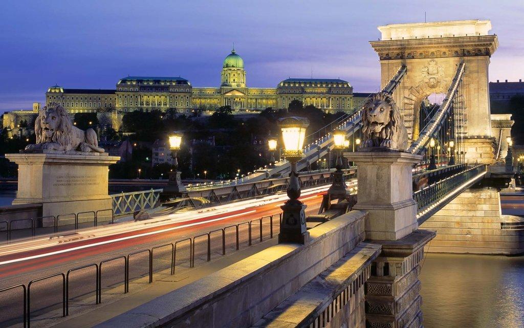 Budapest Kettenbrücke mit Stadtansicht