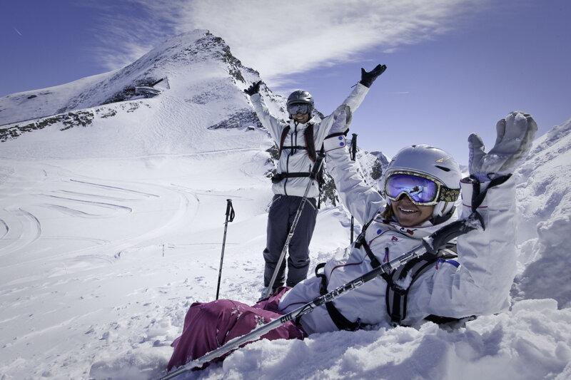 Skifahrerpaar im Winterparadies Zell am See