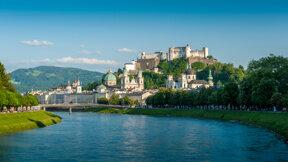 Stadtansicht mit Festung und Fluss- Salzburg Tourismus