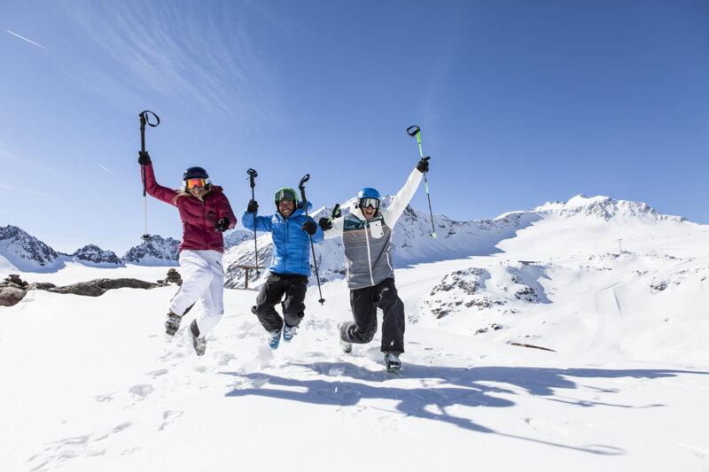 Freudesprung im Schnee