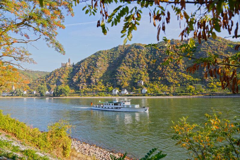 Blick auf Rhein und Rheinburg