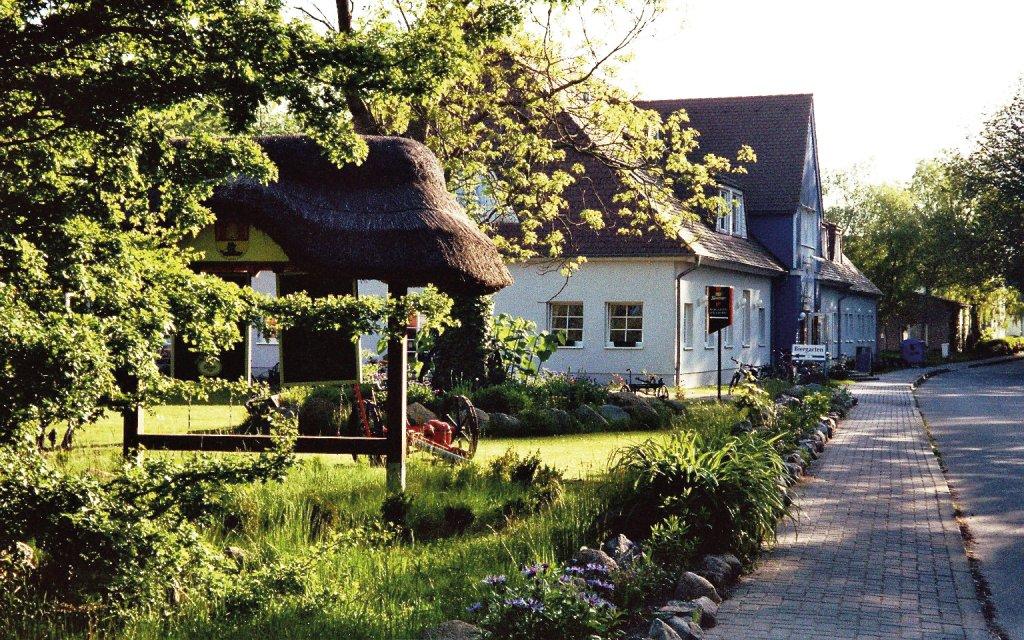 Wiek Hotel Alt Wittower Krug aussen Außenaufnahme