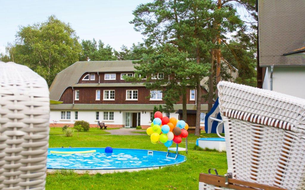 Trassenheide Seetelhotel Familienresort Waldhof aussen Pool Außenansicht