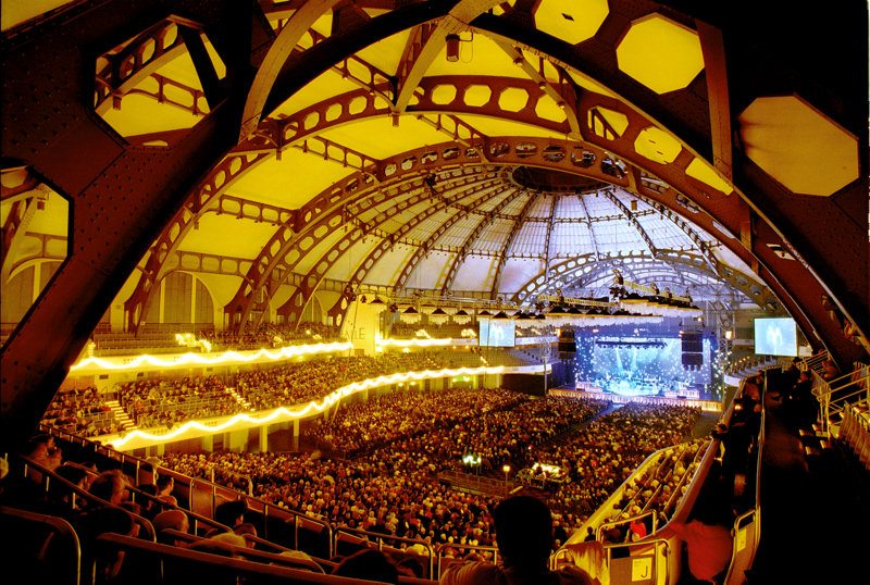 Festhalle Frankfurt von innen während Konzert
