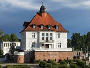 Villa Schmidt C Uwe Barghaan, Wikipedia