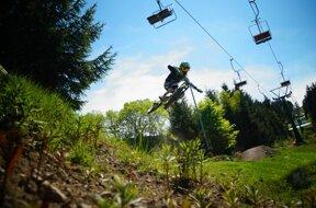 Bikepark Oberhof MTB Sprung Sessellift©Oberhof Sportstätten GmbH