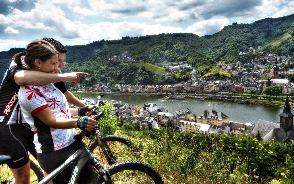 Fahrradfahrer bei Cochem an der Mosel