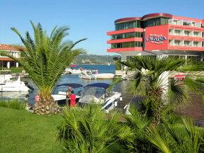 Yachthafen c Hotel Vile Park