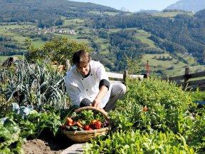 Junior- und Küchenchef Reinhold im Gemüsegarten