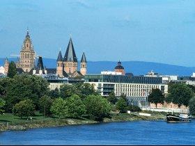 Rhein mit Malakoff C Landeshauptstadt Mainz