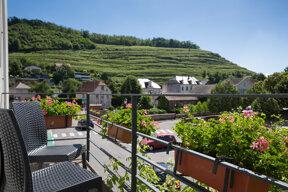 Balkon mit Blick auf Weinberge c Wonderbox-Raoul Schweitzer (13)