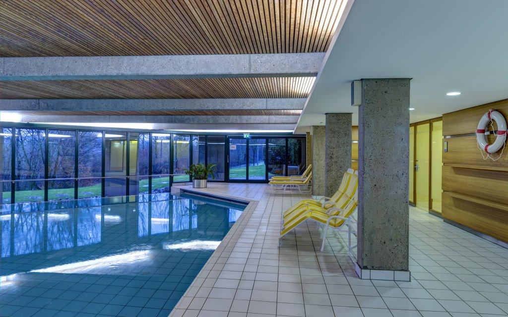 Collegium Glashütten Pool Hallenbad