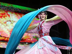 Führungsbild china-fest-Tänzerin Foto Nabil Hanano