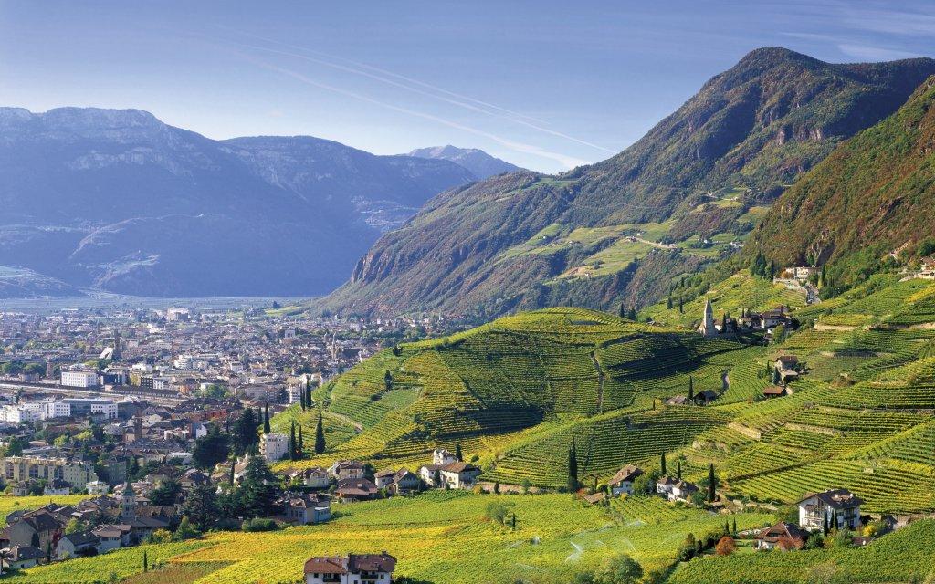 Blich auf Levico mit Bergen