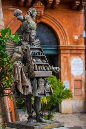 Grasse, Statue vor Musée International de la Parfumerie c OT Grasse, Stéphane Gautier-sagaphoto.com