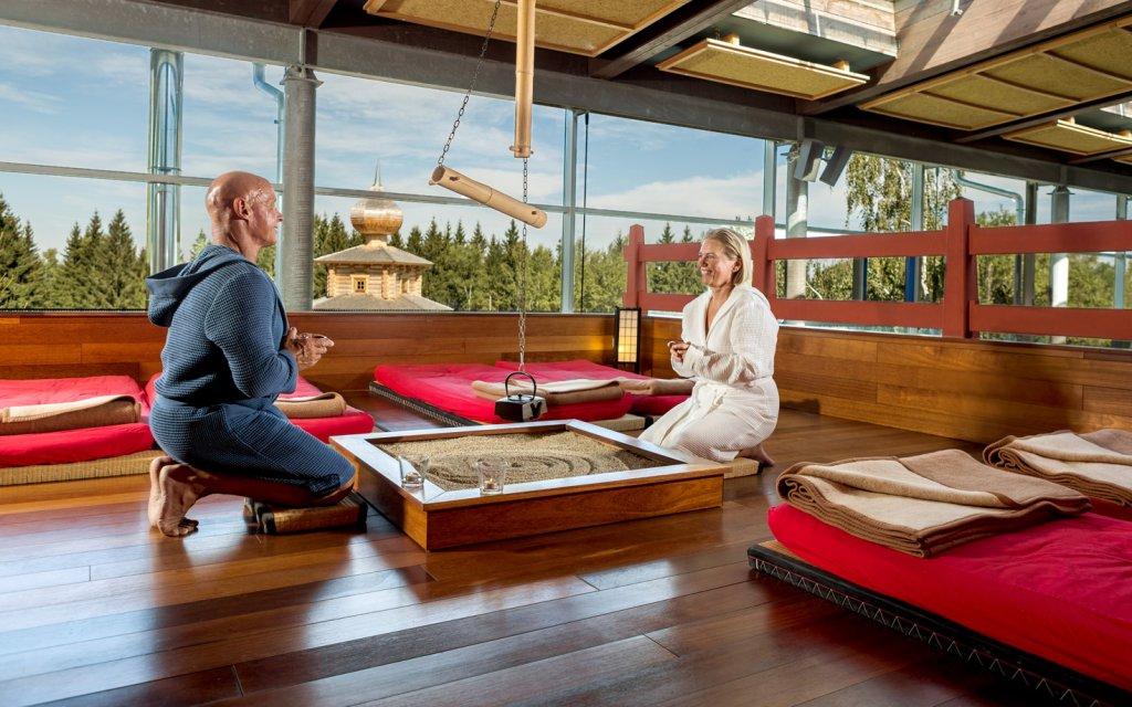 Ruhebereich im japanischen Saunagarten der Badegärten Eibenstock