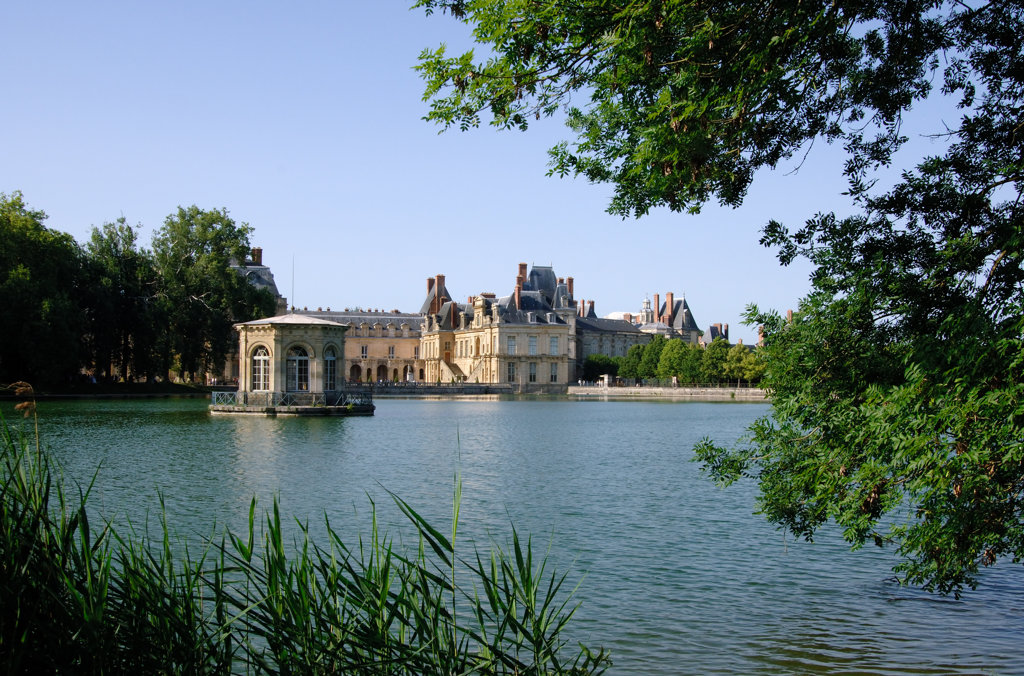 Fontainebleau Schloss mit See