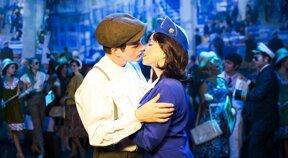 Annie und Tom Kuss © Alexander Kaemmer