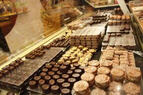 Pralinenauswahl in der Chocolaterie Van Hecke, eine Schokoladendynastie in Gent