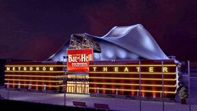 Metronom Theater mit Bat-Banner 2 © Stage Entertainment