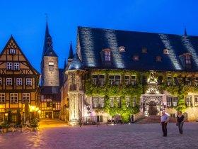 Quedlinburger Rathaus abends  Juergen Meusel