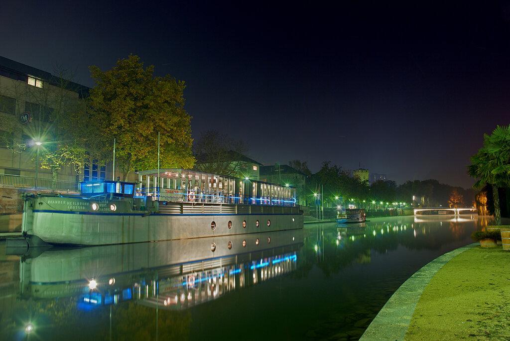 Theaterschiff Heilbronn bei Nacht