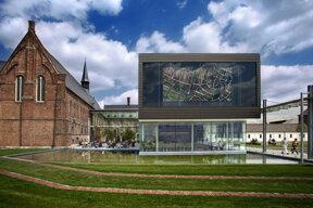 Das STAM, Stadtmuseum von Gent, präsentiert die Geschichte der Stadt vom Mittelalter bis zur Gegenwart.