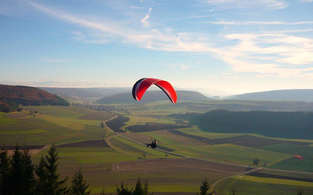 Paragliding über dem Fürstenberg im Schwarzwald