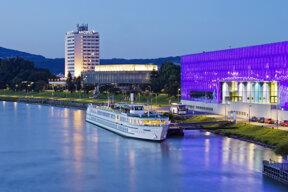 Hotel aussen Donau Nacht