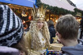 Christkind auf dem Weihnachtsmarkt