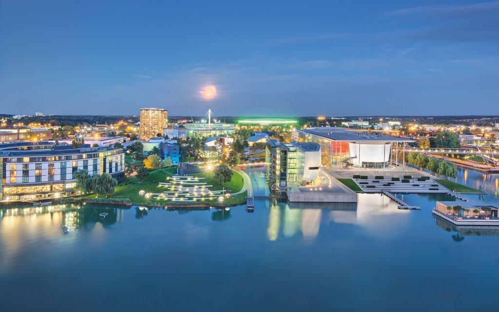 Hafenbecken Wolfsburg bei Nacht