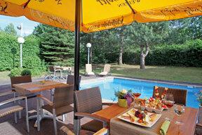 Terrasse Pool Mercure Hotel Bonn-Hardtberg (2)