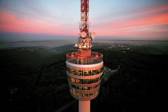 Fernsehturm Stuttgart Abendstimmung c Stuttgart-Marketing GmbH-Achim Mende