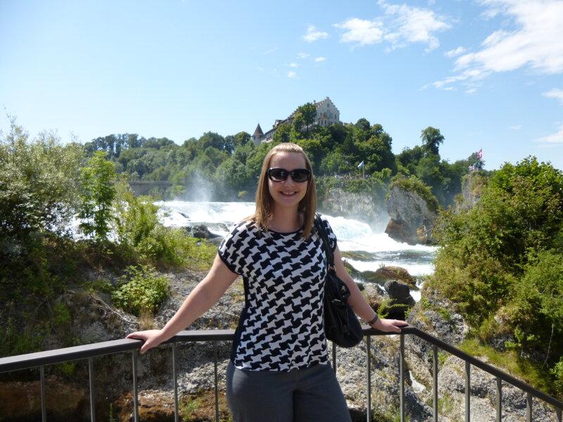 Besucherin am Rheinfall Schaffhausen
