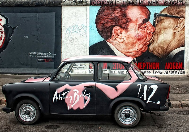 East Side Gallery-Bruderkuss mit Trabbi
