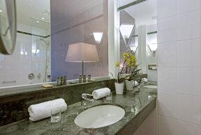 FUE01-bathroom1.high res
