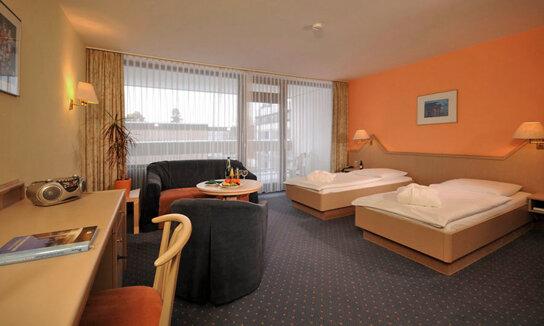 Zimmer 1(529KB)