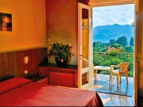 Zimmer mit Balkon neu