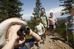 Familie beim Wandern, Feldberg c Hochschwarzwald Tourismus GmbH